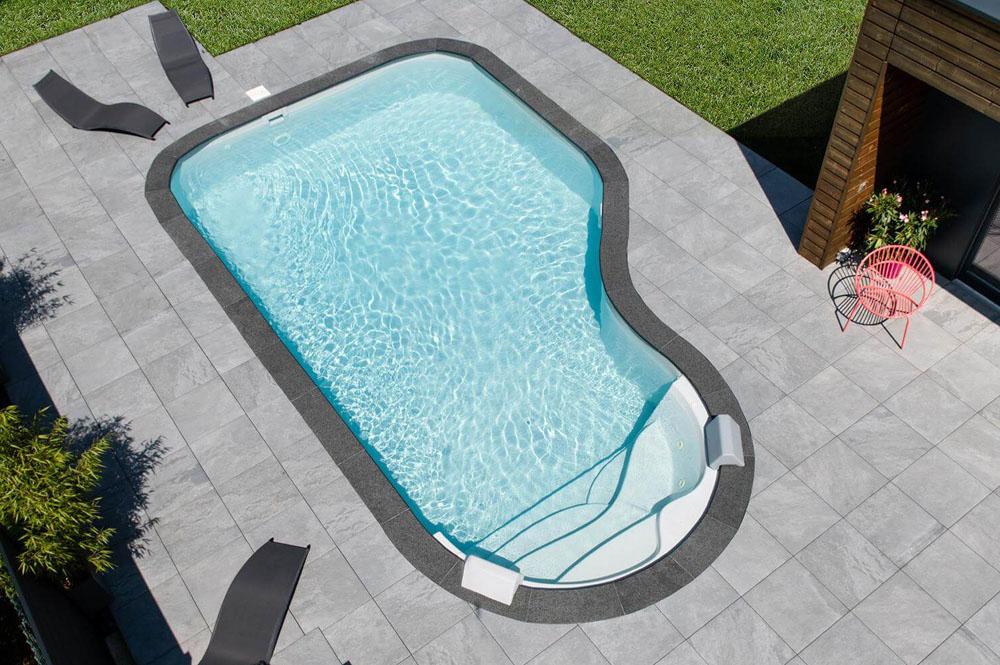 PRS-piscine-forme-libre-clea-drone-ESCALIER