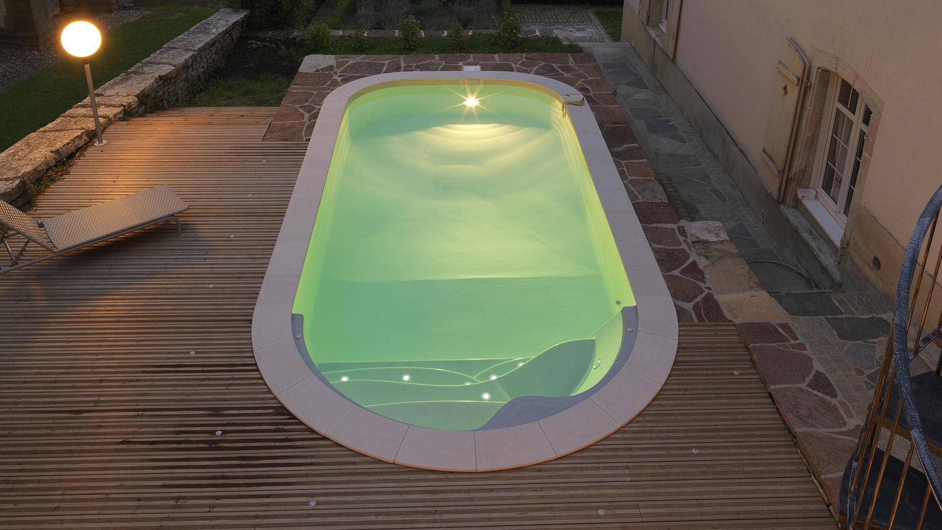 PRS-piscine-forme-libre-luna-ESCALIER