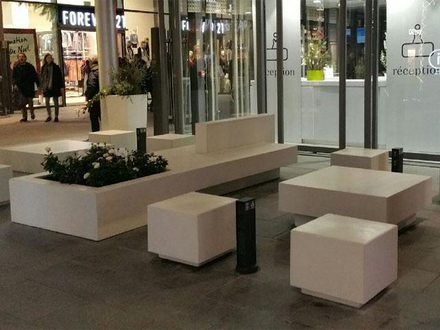 ENSEMBLE TABLE POUF JARDINIERE -POLYGONE RIVIERA-640X480